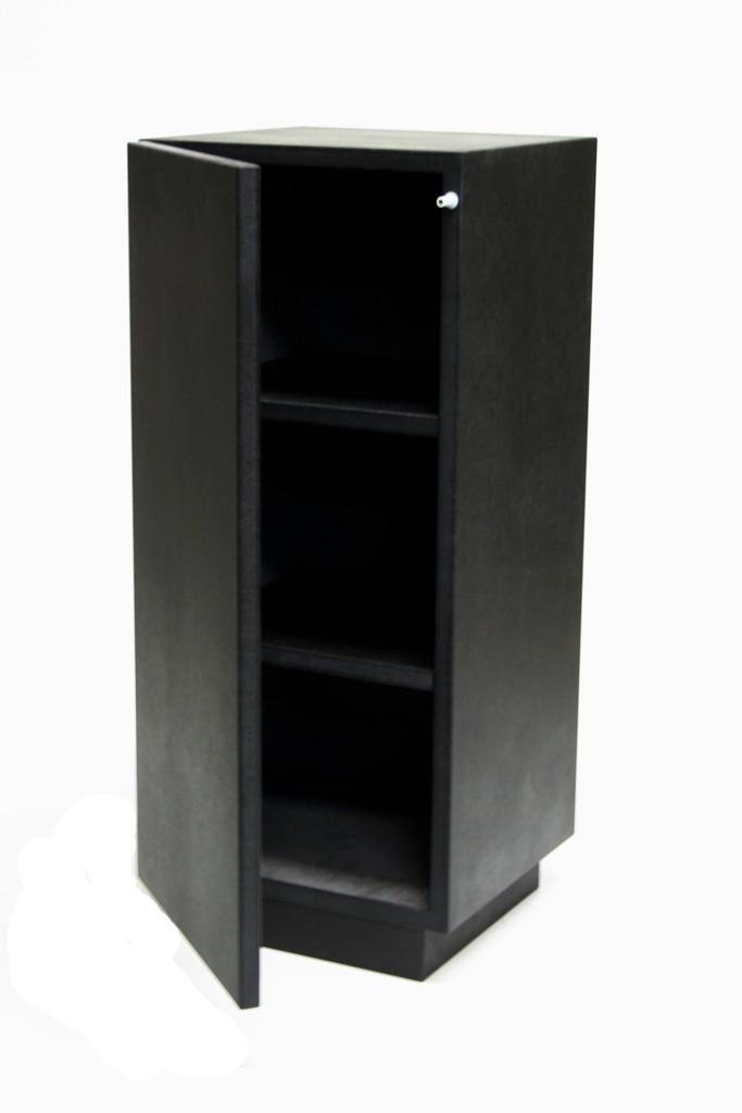 socle armoire noir brillant